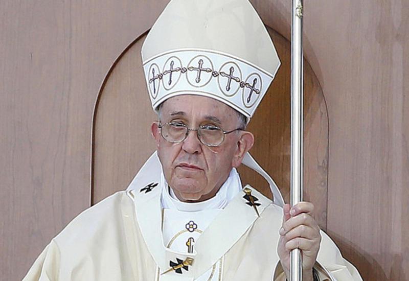 Папа Римский извинился перед верующими