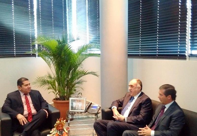 Председатель парламента Панамы едет в Баку