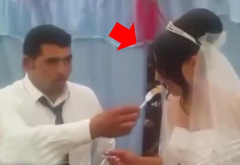 Невеста вытащила свою попу в окно фото 511-673