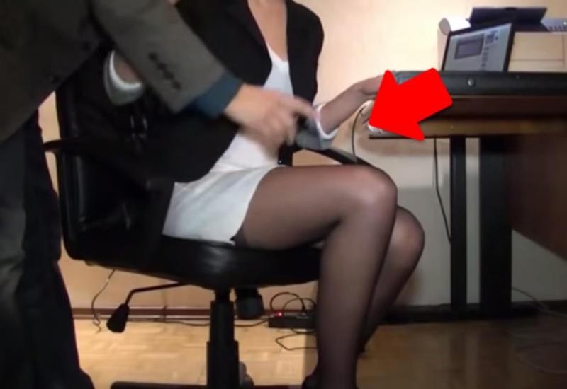 Скрытая камера у девочек под юбками видео