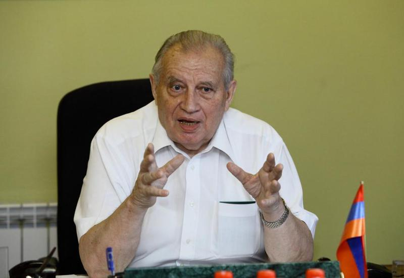 Как флаг Азербайджана старика Казимирова до истерики довел