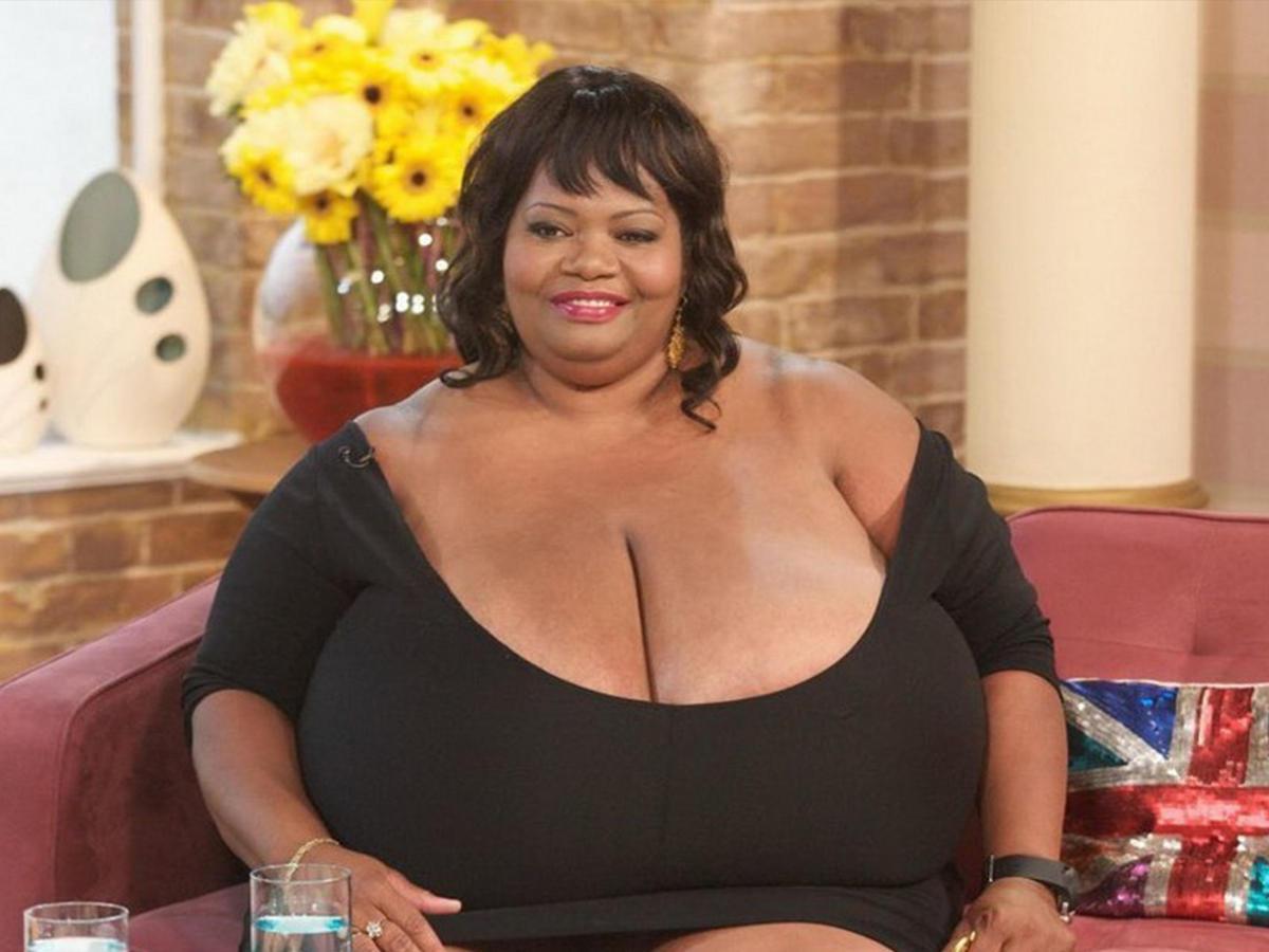 тетьки с большой грудью