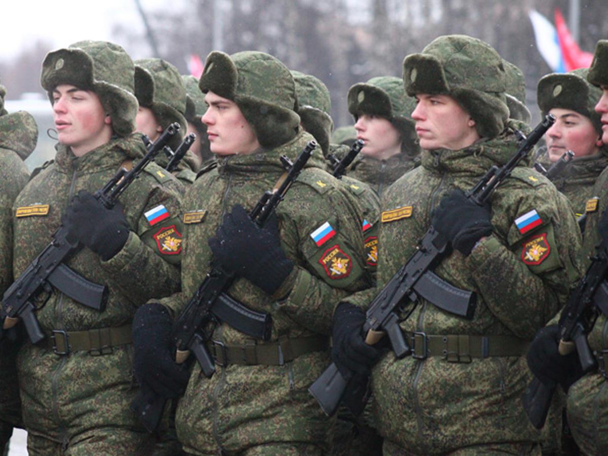 Игры чиновников: срок службы в российской армии вновь хотят увеличить