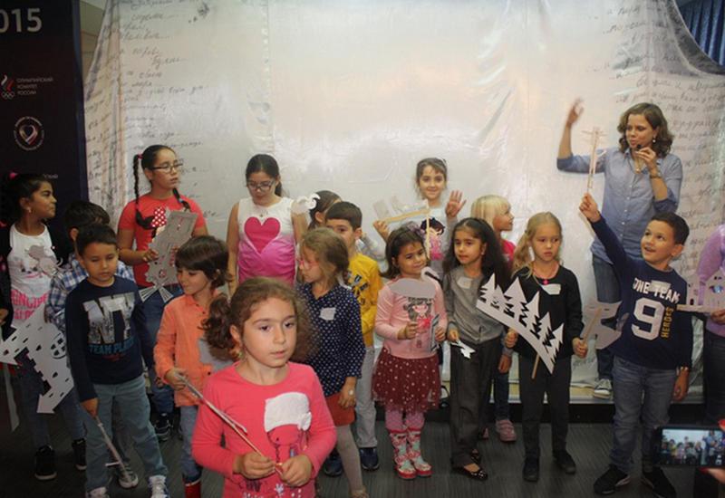Артисты из Москвы порадовали детишек