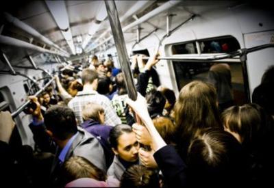 """Metro istifadəçiləri mütləq oxusun <span class=""""color_red"""">– 100 manat cərimə oluna bilərsiniz</span>"""