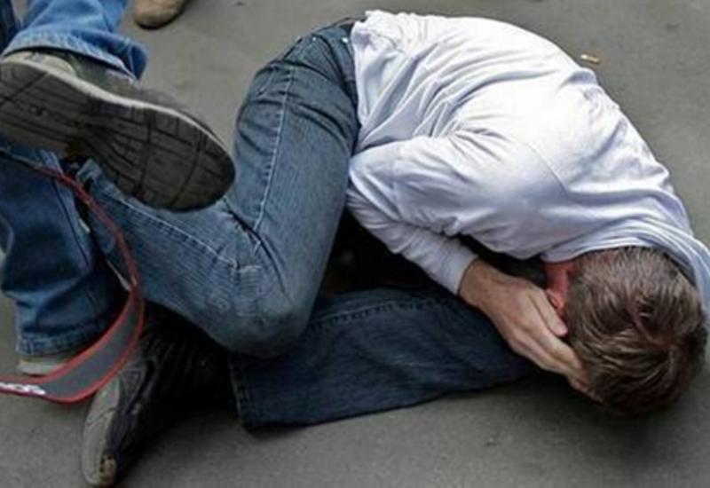 В Баку жестоко избили отца с сыном