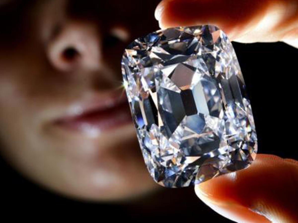 самы дорогой камень драгоценный в мире этот