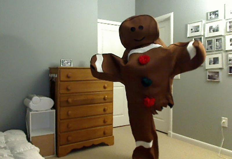 Каждый год этот парень удивляет на Хэллоуин, и вот что он придумал на этот раз
