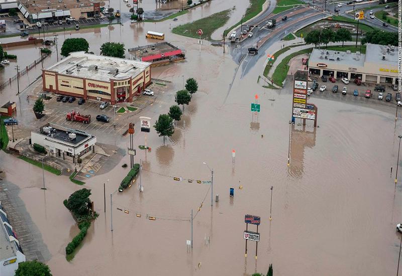 Вода убивает людей в Техасе