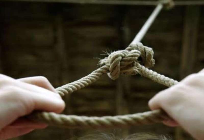 Ermənistanda çavuş asılmış vəziyyətdə tapılıb