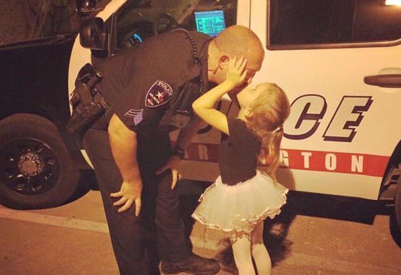 Полицейскому сделали невероятный сюрприз