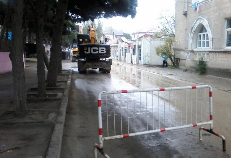 Этой части Баку дали воду, но оставят без нового асфальта