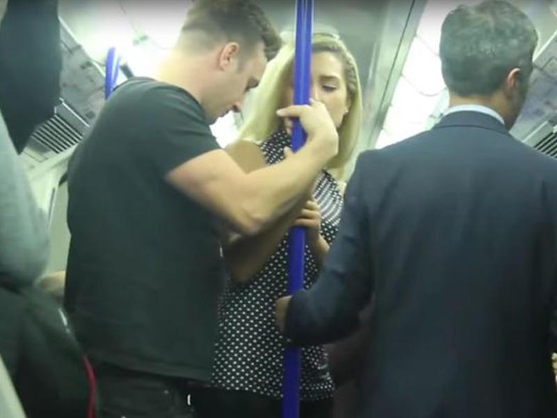 Видео домогательство в метро — img 3