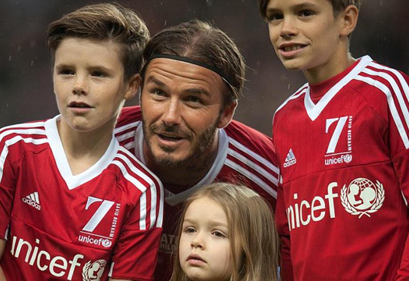 Дэвид Бекхэм впервые вышел на поле вместе с детьми