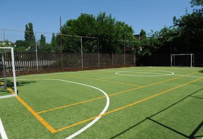 """Учащиеся этой школы хотят играть в футбол, но не могут <span class=""""color_red"""">- ПОДРОБНО - ПИСЬМО ЧИТАТЕЛЯ</span>"""