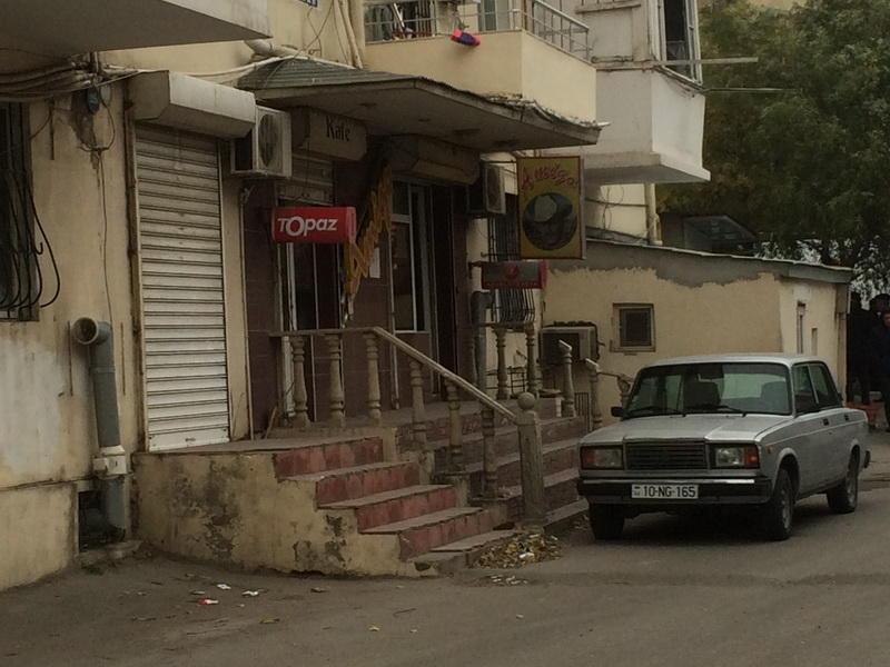 В Баку кафе изгнало академика из своей квартиры