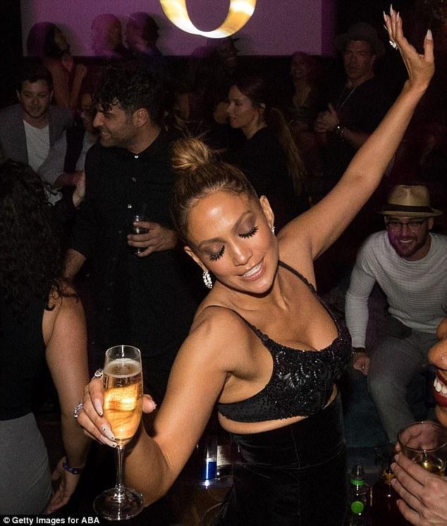 Дженнифер Лопес отожгла на вечеринке