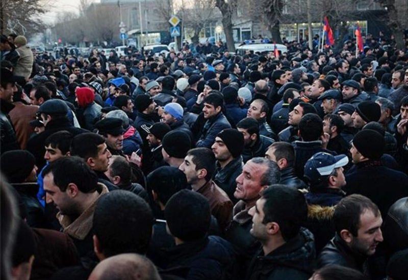 В Ереване требуют отставки мэра из-за эпидемии коронавируса
