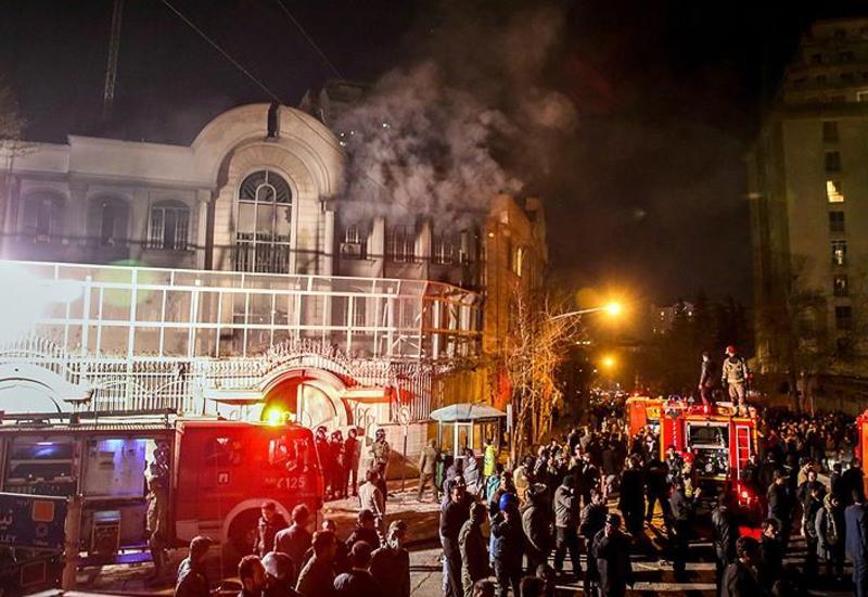 Сотни протестующих у посольства Саудовской Аравии в Тегеране