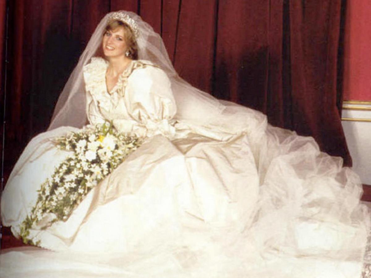 Свадебные платья всех королевских особ