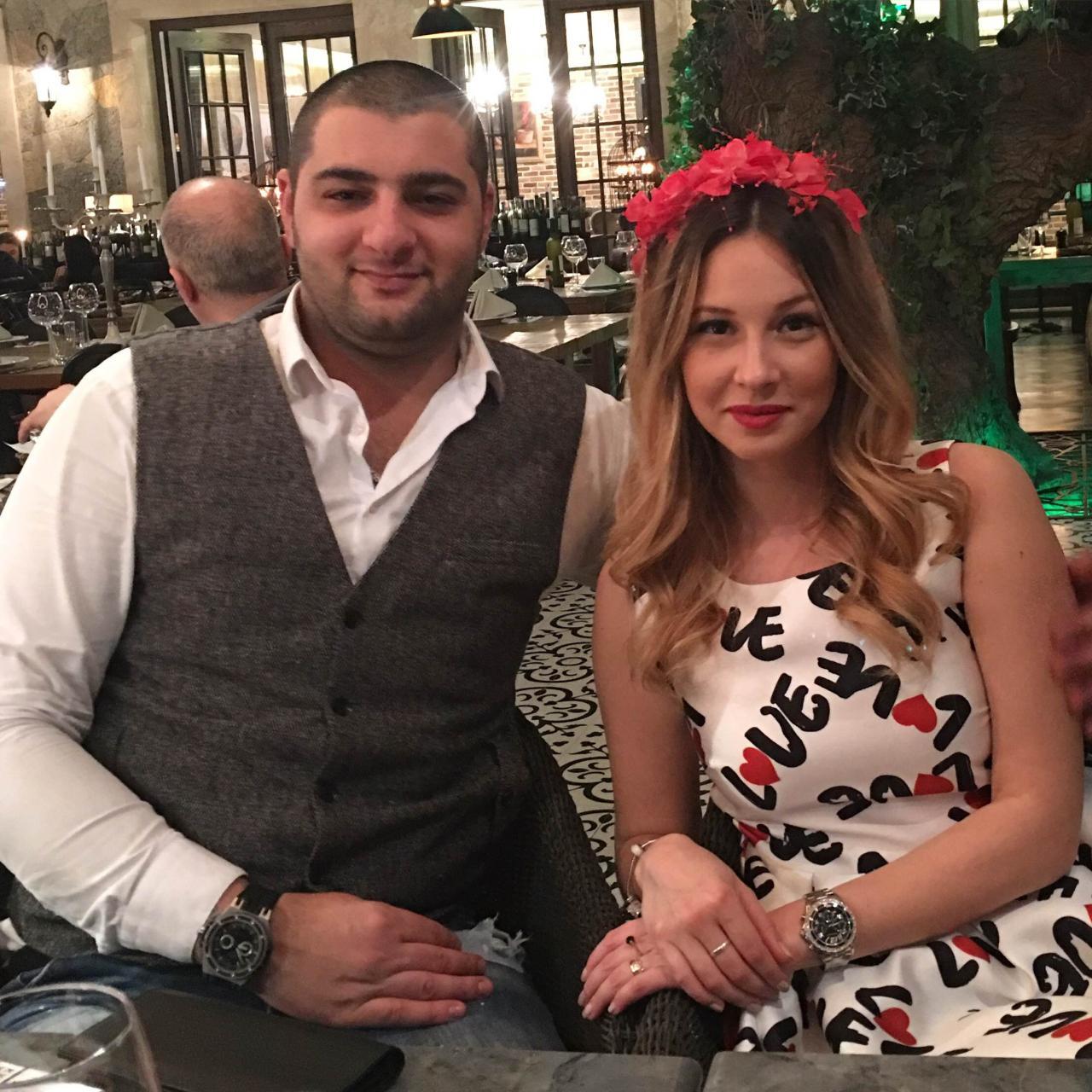 Ведущая актриса Русской драмы вышла замуж