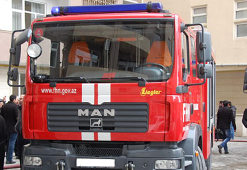 В многоэтажном здании в Баку произошел пожар, есть пострадавшие