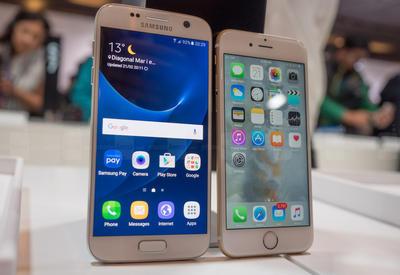 """Samsung Galaxy S7 и iPhone 6s протестировали под водой <span class=""""color_red"""">- ВИДЕО</span>"""