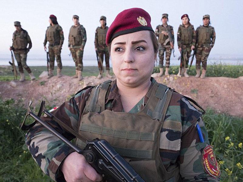 iraq-soldier-strip-woman