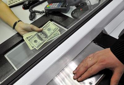 В Азербайджане предложено облегчить операции с валютой