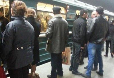"""Bakı metrosunda sıxlıq <span class=""""color_red"""">- FOTOLAR</span>"""