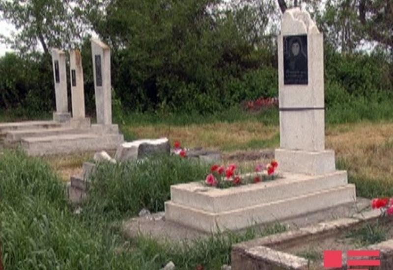 Армяне обстреляли кладбище в Тертере, разрушены могилы