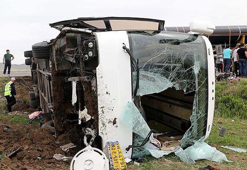 Türkiyədə İran avtobusu aşdı: 20 nəfər yaralandı