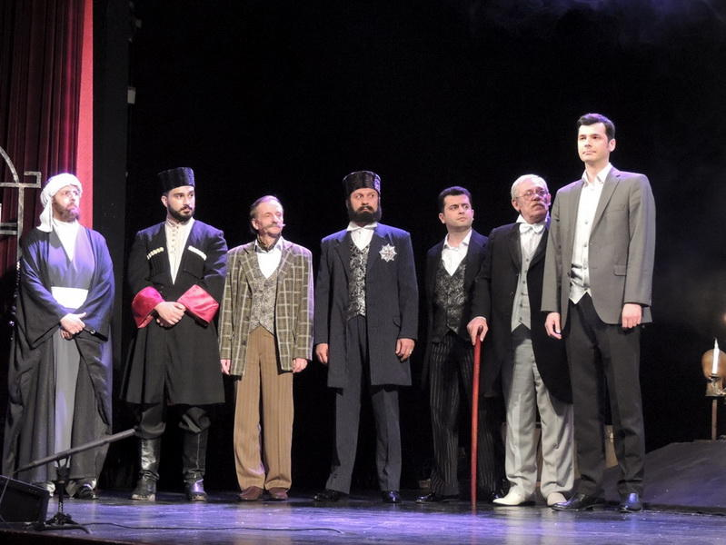Жизнь Араблинского глазами Ираны Таги-заде: шумная премьера в Русской драме