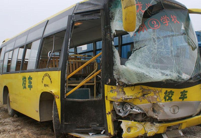 Çində məktəb avtobusu aşdı: