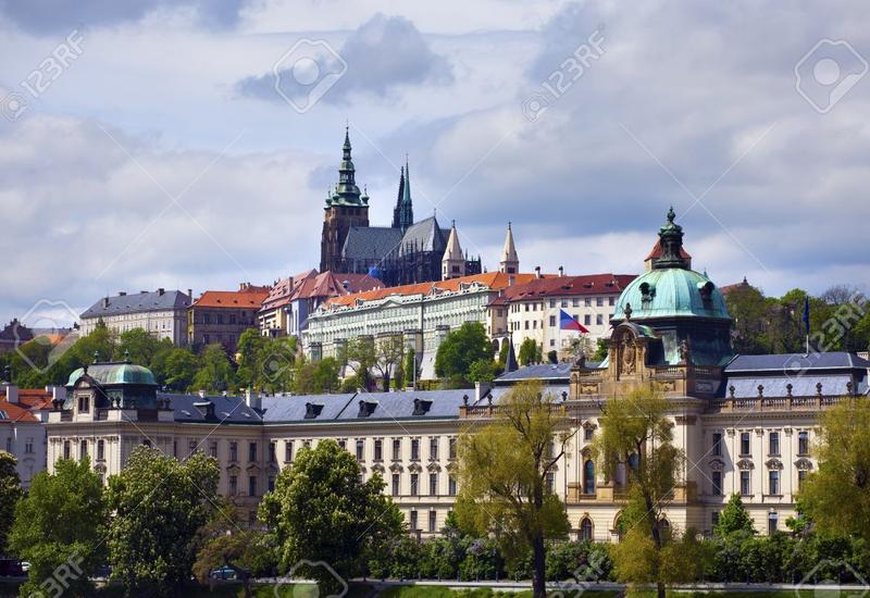 Чешский парламент потребовал расследовать утечку информации об инциденте во Врбетице