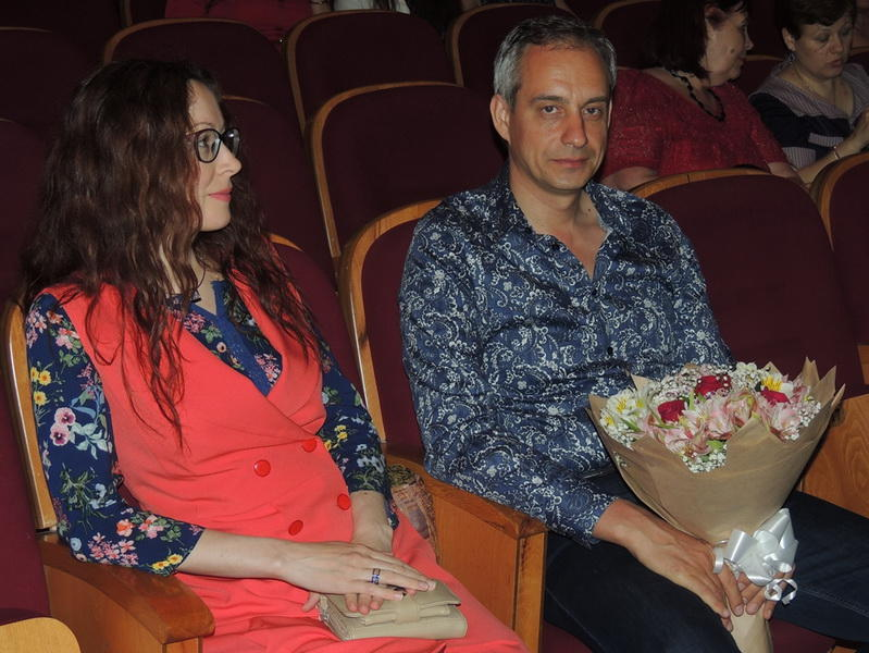 Сумасшедшая семейная история на сцене Русской драмы в честь юбилея Риты Амирбековой