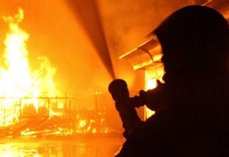 """Сильный пожар в многоэтажке Хырдалане, десятки жильцов эвакуированы <span class=""""color_red"""">- ПОДРОБНОСТИ</span>"""