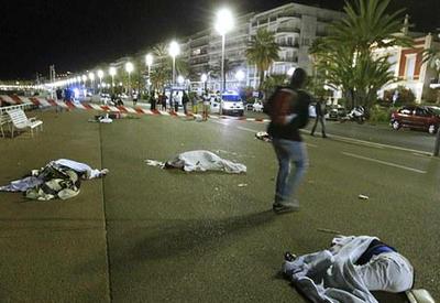 Родственники жертв терактов подали в суд на Twitter