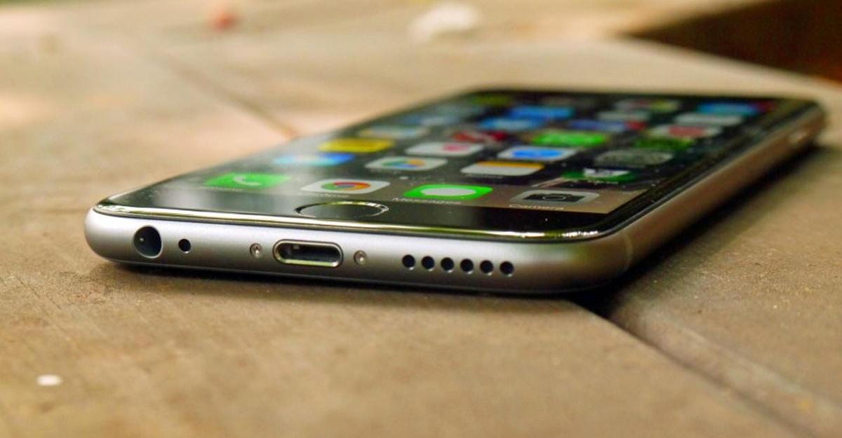 В России цены на Samsung Galaxy S8 и iPhone 7 упали до 30 тысяч рублей