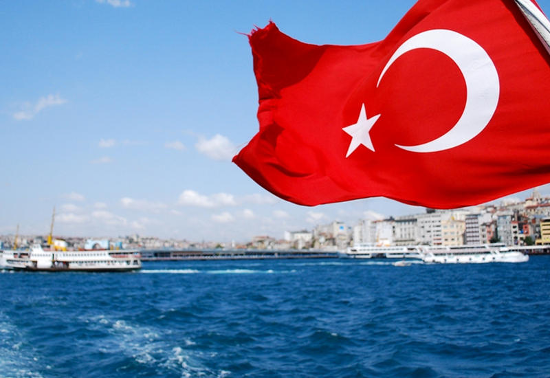 В Турции запретят курить в частных автомобилях