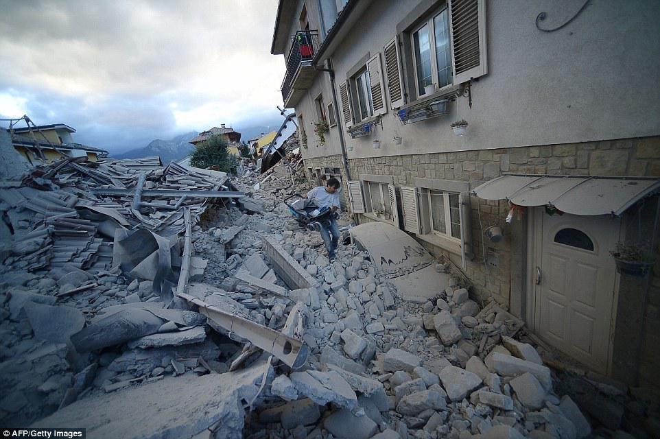 landslide earthquake in italy august - 1010×606