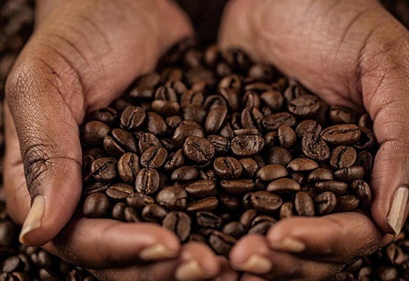 Помощник от отеков: как работает кофеин в косметике