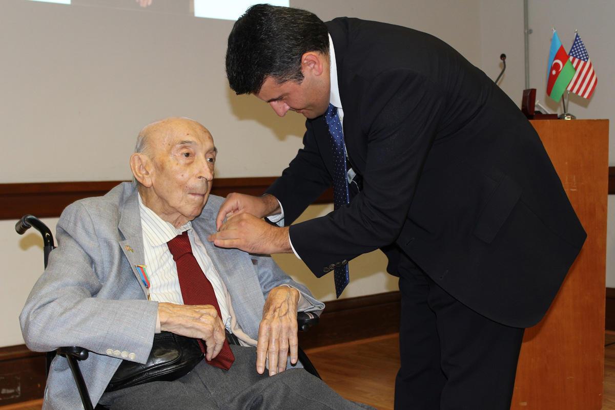 ABŞ-da Lütfi Zadəyə Azərbaycan medalı təqdim olundu
