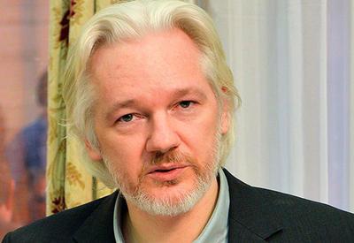 """Джулиан Ассандж назвал Клинтон """"мясником Ливии"""""""