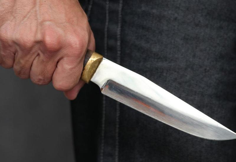 В России неизвестный напал с ножом на прохожих