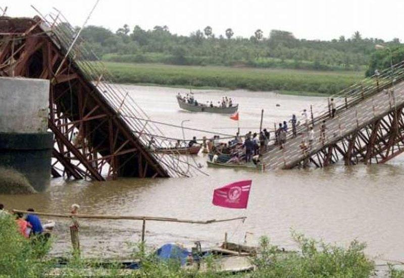 В Индонезии обрушился мост, есть жертвы