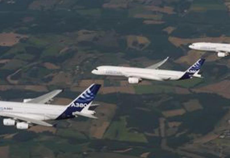 Cамолеты Airbus устроили эффектный парад