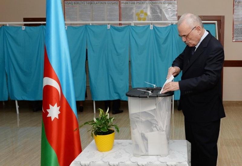 Артур Раси-заде принял участие в голосовании на референдуме