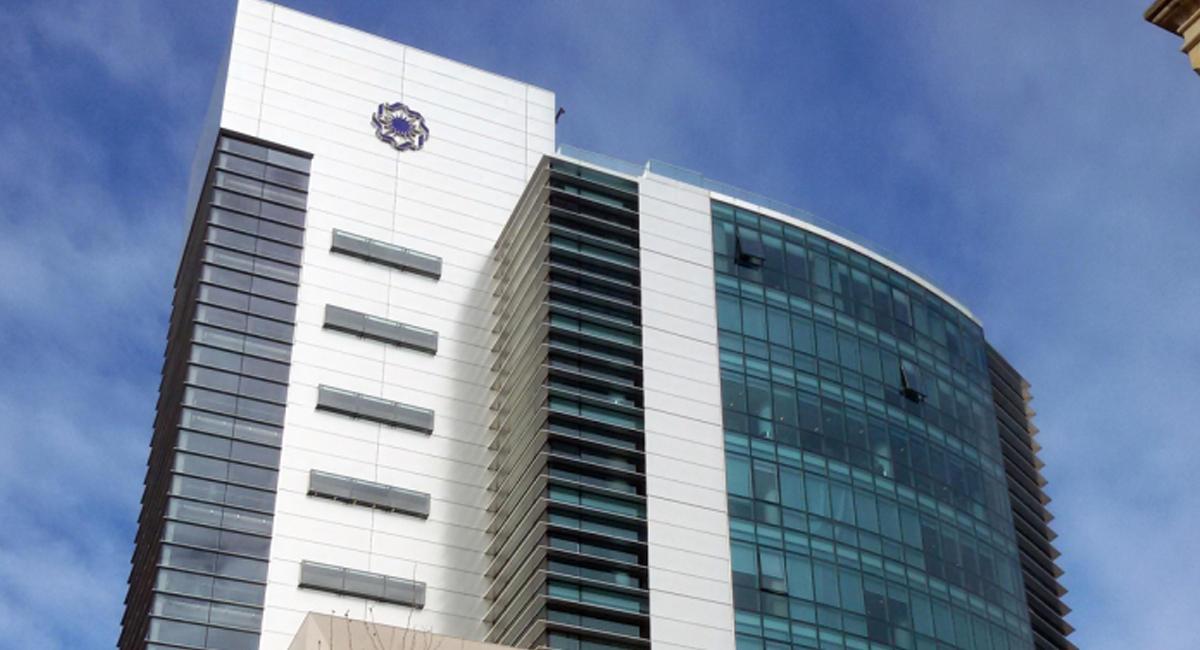Beynəlxalq Bank filiallarını bağlayır - Böhran davam edir