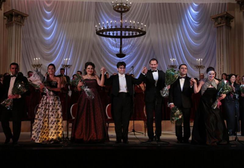 Театр оперы и балета начал сезон великолепным балом